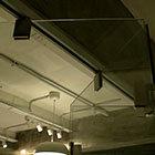 каретки на цельностеклянной раздвижной перегородке в студии кинокомпании лукфильм