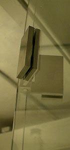 петли на раздвижной перегородке в студии кинокомпании лукфильм