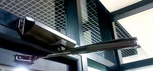 доводчик на алюминиевые двери