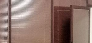 офисные двери с жалюзи