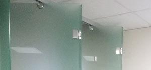 фурнитура из матовой нержавейки для стеклянной гармошки