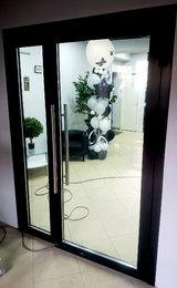 холодная входная группа в составе двустворчатой алюминиевой двери