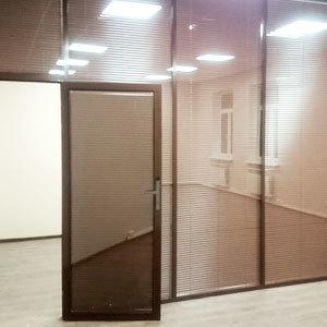 офисные перегородки с жалюзи в Москве