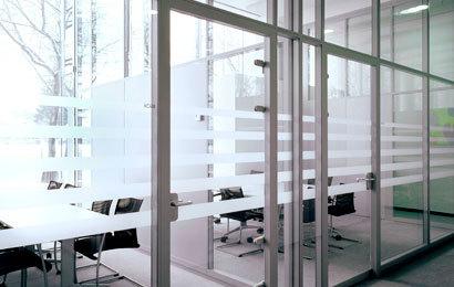 стационарные стеклянные элементы офиса