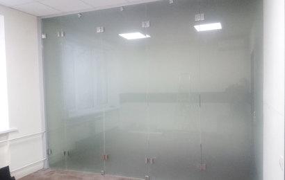 цельностеклянная раздвижная перегородка из нержавеющей стали и стекла мателюкс