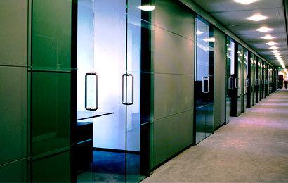 раздвижные цельностеклянные двери